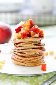 Przepis na placki z brzoskwiniami – baaardzo brzoskwiniowe ;) Pancakes, Breakfast, Food, Food For Kids, Morning Coffee, Essen, Pancake, Meals, Yemek