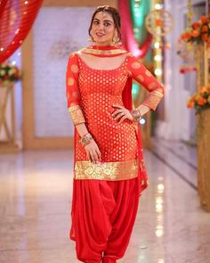 Stylish Dresses For Girls, Modest Dresses, Simple Dresses, Girls Dresses, Dresses With Sleeves, Formal Dresses, Indian Bridal Outfits, Indian Designer Outfits, Designer Dresses