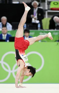Japanese gymnast Kohei Uchimura performs in the men's floor final at the Rio de… Artistic Gymnastics, Olympic Gymnastics, Olympic Sports, Mens Leotard, Male Gymnast, Sexy Asian Men, Olympic Swimming, Going For Gold, Dynamic Poses