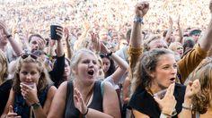 Prating under konserter er et særegent problem i Norge mener flere musikere, nå håper de at det norske publikummet vil skjerpe seg.