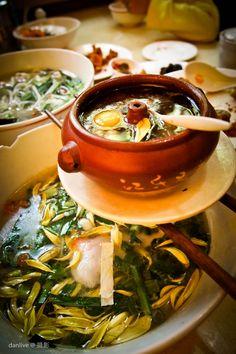"Kunming,Yunnan cuisine - ""crossing the bridge noodles"""