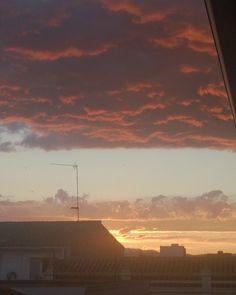 #Atardecer en #Ribarrojadelturia #sunset #tardedominguera #sol #sun #spring #primavera #estoyenribaroja oja #sky #cielo by yolcomunica