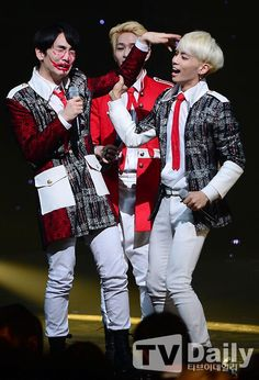 Key and Jonghyun, and Onew behind them. :)