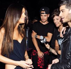 Who is selena gomez dating from 1d