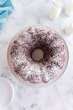 Just six ingredients and a quick stir to make this moist, rich chocolate Kahlua Cake Kahlua Chocolate Cake, Kahlua Cake, German Chocolate Cake Mix, Amazing Chocolate Cake Recipe, Lemon Cream Cheese Bars, Boston Cream Pie, Cake Platter, Just Bake, Cupcake Cakes