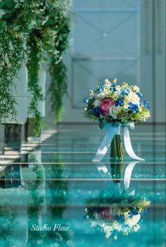 造花のナチュラルクラッチブーケ。お客様からいただいたお写真です、感激、感謝でいっぱいです。 Silk Flower Bouquets, Silk Flowers, Table Decorations, Flowers, Dinner Table Decorations