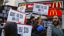 Protesters demonstrate for higher wages in the Brooklyn borough of New York City April 15, 2015. U.S. fast food workers fighting for better wages enlisted students, healthcare workers and racial justice activists to swell the ranks of rallies set for Wednesday in 230 cities. REUTERS/Lucas Jackson - RTR4XFO8