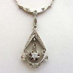 Collier ancien diamants et or blanc. http://www.bijoux-bijouterie.com/1835-collier-ancien-en-or-blanc-et-diamants-217.html