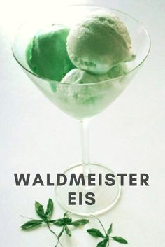 A trip into the countryside: Waldmeister ice cream - kitchen wreath Creamy ice cream with a natural woodruff flavor artesanales caseros caseros de frutas ice cream cream cake cream design cream desserts cream recipes Make Ice Cream, Ice Cream Party, Nice Cream, Ice Cream Maker, Strawberry Blueberry Smoothie, Strawberry Ice Cream, Parfait, Homemade Chocolate Ice Cream, Homemade Baby Foods