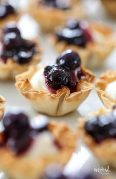 Made with store-bought phyllo pastry shells, these Mini Blueberry Cheesecakes will quickly become your new go-to entertaining dessert. Phyllo Shell Recipe, Phyllo Dough Recipes, Phyllo Cups, Pastry Recipes, Mini Blueberry Tarts, Blueberry Cheesecake, Mini Desserts, Just Desserts, Sweet Desserts