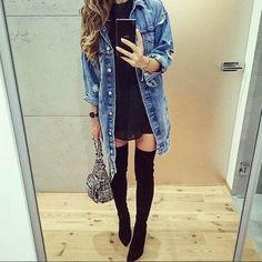 Overknees mit Kleidchen und Jeanshemd