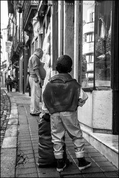 [2014 - Porto / Oporto - Portugal] #fotografia #fotografias #photography #foto #fotos #photo #photos #local #locais #locals #europa #europe #pessoa #pessoas #persona #personas #people #cidade #cidades #ciudad #ciudades #city #cities #street #streetview @Visit Portugal @ePortugal @WeBook Porto @OPORTO COOL @Oporto Lobers