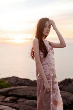 China Entertainment News: Top star Dilraba Dilmurat releases new photos Lily Youtube, Gigi Hadid Outfits, Foto Pose, Chinese Actress, Beautiful Asian Women, Ulzzang Girl, Girl Photography, Girl Pictures, Asian Beauty