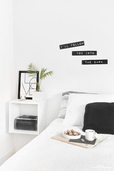 Littlefew Blog // How to get a perfect and minimalist wardrobe! More pics and details in the link! :) Bedroom, storage, black and white, home details, IKEA pax, almacenaje, organización, walk in closet, nordicinspiration.