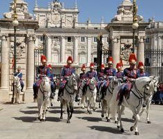Cambio de guardia en Palacio.