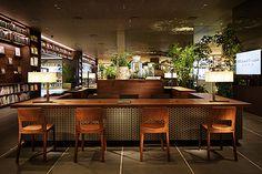 二子玉川 蔦屋家電は、「ライフスタイルを買う家電店」です。BOOK&Caféの空間で、様々なライフスタイルを提案します。家電だけでなく、日々の生活をもっ