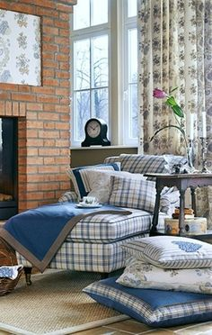 Cottage ● Checkered Upholstered Chaise