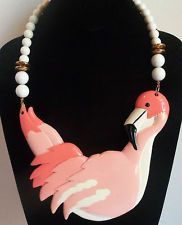 PRETTY SHARON SI'TI HUGE CORAL COLOR PELICAN THERMOSET LUCITE NECKLACE VINTAGE
