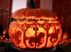 ハロウィン用のかぼちゃの種を販売しています。 本場アメリカ、オハイオ州から輸入されたJack O Lantern Pumpkinという品種です。 国内で販売しているのはマルシェ青空だけです。