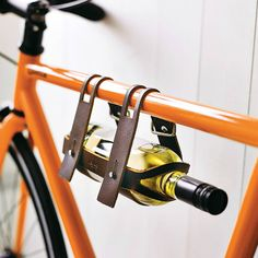 If you love biking and wine! You've just found the perfect harmony! This gorgeous leather bicycle wine carrier makes transporting that wine bottle on your bike a snap, literally! Homemade Fathers Day Card, Cool Fathers Day Gifts, Wine Carrier, Bottle Carrier, Velo Retro, Amazing Animals, Leather Bicycle, Leather Belts, Diy Jewelry Unique