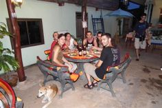 Viajeros Insolit compartiendo la experiencia de una casa local en la región de Kohn Kaen
