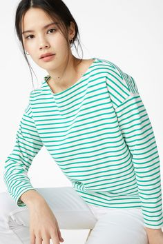 A long-sleeved boat neck cotton mix top, striped to perfection 3 In a size small the chest width is 108 cm and the length is 56 cm. The model is 173 cm and