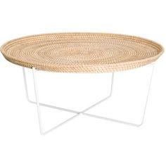 Table basse ronde Immy piétement en métal laqué et plateau en rotin chez Habitat, 55€