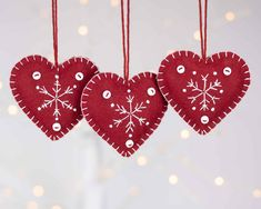 Snowflake heart Christmas ornaments in dark red and white White Christmas Tree Decorations, Felt Decorations, Christmas Ornaments To Make, Christmas Crafts, Heart Ornament, Snowflake Ornaments, Felt Ornaments, Snowflakes, Scandi Christmas