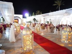 Today I propose a little trip to start the week The decoration of an oriental wedding, it makes you dream not? >>> Find another oriental inspiration: Source by Luxury Wedding, Diy Wedding, Wedding Events, Dream Wedding, Wedding Day, Rustic Wedding Decorations, Wedding Lanterns, Ceremony Decorations, Moroccan Theme