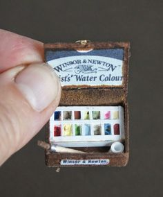 How to: Miniature artist's watercolor box (with printables). Part 2 here: http://nonomininostalgie.blogspot.com/2014/07/second-essai-boite-de-peinture.html