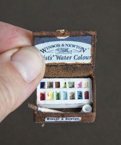 How to: Miniature artist's watercolor box (with printables).   Part 2 here: http://nonomininostalgie.blogspot.com/2014/07/second-essai-boite-de-peinture.html