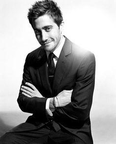 birthdays: Jake Gyllenhaal (b&w photos) Business Portrait, Corporate Portrait, Business Headshots, Corporate Headshots, Mens Headshots, Portrait Photography Men, Photography Poses For Men, Photography Photos, Jake Gyllenhaal