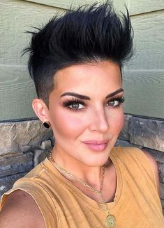 If you really love to wear short bold hair looks in 2020 then we recommend you to go through from these amazing collection of short pixie haircuts given here for cute look. Undercut Pixie Haircut, Blonde Pixie Haircut, Pixie Haircut Styles, Short Pixie Haircuts, Cute Hairstyles For Short Hair, Pixie Hairstyles, Blonde Hair, Dark Pixie Cut, Short Dark Hair
