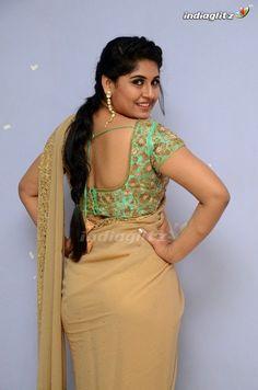 South Indian Actress Hot, Indian Bollywood Actress, Most Beautiful Indian Actress, Tamil Actress, Beautiful Women Over 40, Beautiful Asian Girls, Beautiful Muslim Women, Beauty Full Girl, Beauty Women