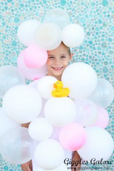 Splish, splash takin' a bath on a Halloween night. Have lots of squeaky clean fun on Halloween in this DIY Bubble Bath Halloween Costume. Best Diy Halloween Costumes, Homemade Halloween, Halloween Kids, Halloween Crafts, Couple Halloween, Halloween Night, Halloween Drawings, Halloween Makeup, Group Halloween