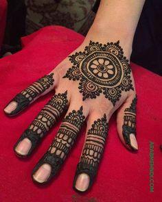 50 Most beautiful Bhai Dooj Mehndi Design (Bhai Dooj Henna Design) that you can apply on this Bhai Dooj Festival. Round Mehndi Design, Henna Flower Designs, Henna Art Designs, Mehndi Designs For Girls, Modern Mehndi Designs, Dulhan Mehndi Designs, Mehndi Designs For Fingers, Mehndi Design Photos, Wedding Mehndi Designs