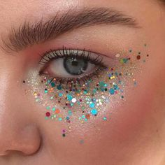 5 Non-Offensive Festival Make-Up Ideas Rave Makeup festival Ideas makeup NonOffensive Glitter Carnaval, Make Carnaval, Skull Makeup, Makeup Art, Beauty Makeup, Glitter Face Makeup, Glitter Gel, Glitter Shoes, Glitter Eyeshadow