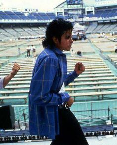 #MichaelJackson rehearsing for what will soon be a packed outdoor football stadium.