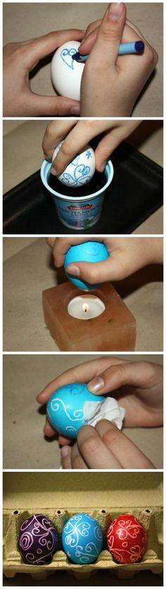 Fotopostup na maľovanie vajíčok voskovkami za studena Táto technika sa vašim deťom bude určite páčiť. Na zdobenie potrebujete okrem vajíčok už len voskovky, čajovú sviečku a servítku, čo sú veci, ktoré máte určite doma. Jediné, čo možno treba dokúpiť sú farby na vajíčka.