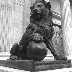 Lion statue outside congress Madrid top - Google 搜索