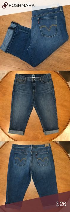 """Levi's Capri Jeans EUC Levi's Capri Jeans 👖  Barely worn from my closet. The cuff is sewn up unable to roll cuff down.  Waist 18"""" Inseam 19"""" Levi's Pants Capris"""
