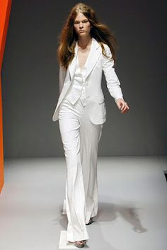Wedding Pant Suits for Women sleevless | Yeaahhhh....unfortunately she didn't look that chic. She looked more ...