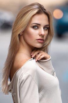 Nicole by Luca Foscili on Most Beautiful Faces, Beautiful Girl Image, Gorgeous Eyes, Gorgeous Women, Beautiful Women Tumblr, Photography Poses Women, Brunette Beauty, Female Portrait, Woman Face