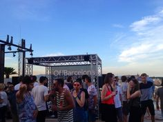 Having fun... :)  OffBarcelona - Barcelona Sounds at @ SkyBar