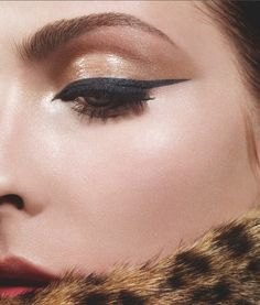 Winged eyeliner and a copper shadow.