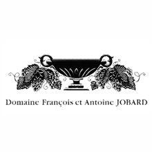 • Domaine François et Antoine Jobard •  François Jobard è una persona riservatissima, dall'aspetto ascetico, di rara parola. Altrettanto riservati, nei primi anni di vita, i suoi vini, rigorosi e scevri da superficiali abbellimenti. Vini lenti ad uscire dal loro involucro, ma splendenti e radiosi a piena maturità.  Scopri di più su Domaine Antoine Jobard, uno dei nostri produttori.  http://www.e-heres.com/company/domaine-antoine-jobard