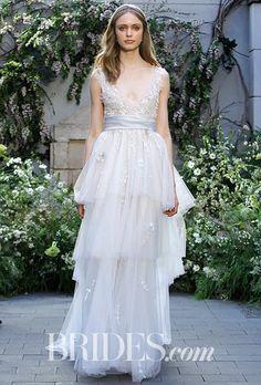 Monique Lhuillier モニーク・ルイリエのウエディングドレス。深いVのネックラインと、3レイヤーの軽い素材のスカートがカジュアルさを演出。#Marchesa #Wedding dress #モニーク・ルイリエ #ウエディングドレス
