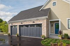 Here's How to Have the Best Garage on the Block - Don't let dull design dim your curb appeal. Help your garage get its groove back with these exterior-energizing fixtures and features. Grey Garage Doors, Faux Wood Garage Door, Garage Door Colors, Garage Door Styles, Garage Door Design, Garage Door Lights, Craftsman Garage Door, Garage Lighting, Nachhaltiges Design