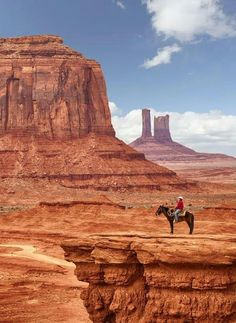 USA Travel Inspiration - Monument Valley is a region of the Colorado Plateau characterized by a cluster of vast sandstone buttes, the largest reaching ft above the valley floor. It is located on the Arizona-Utah state line, near the Four Corners area Monument Valley, The Wave Arizona, Arizona State, Arizona Usa, Sedona Arizona, Utah Usa, Arizona Travel, Travel Oklahoma, Places To Travel
