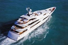 What a gorgeous yacht!! Can just imagine having a champagne lunch there on the water...